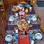 le petit déjeuner aux diverses saveurs et couleurs..