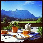 Blick aufs Karwendel, beim Frühstück