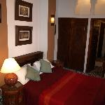 La chambre, avec salle de bain privative
