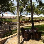La plage vue de la piscine