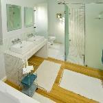 De Luxe Bathroom