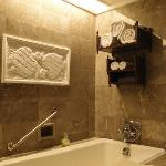 Artistic Bali Style Club Room-Bathroom Deco