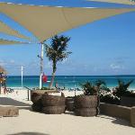 Entrada a la playa del hotel