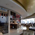 最上階の回転レストランで朝食。メニューも豊富。味もなかなか。