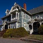 Victoria's Historic Inn - Front View