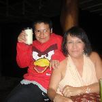 Mi hijo Alex y Yo Monica Arellano que rica Piña colada y Margarita s/alcohol preparadas por Jhon