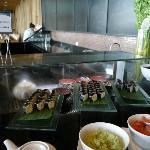 朝食の寿司コーナー
