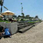 トランサ ザ スミニャックの前のプール&ビーチ
