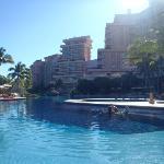 Vista de umas das diversas piscinas do Hotel.