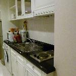 Hervorragend eingerichtete Küchenzeile.