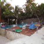 piscina con cascata d'acqua...