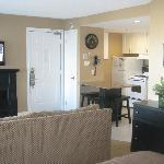 Full Kitchen, Fireplace, flat screen tv