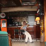 EN EL BAR DEL HOTEL
