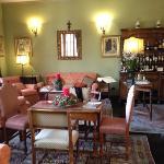 le salon qui surplombe le fleuve Arno, côté bar