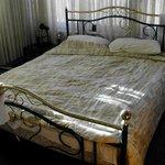 Кровать, занимающая всю комнату