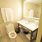 Room 774 bathroom