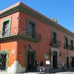 Blick auf das La Noria Hotel von der Straße