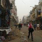 Alrededores. Era muy temprano (no más de las 6:30 a.m.) Luego se llena de gente y comercios