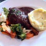lamb shank with vege and mashed potato