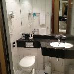Nice bathroom with granite