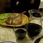 Fiorentina da 700 gr e 1 litro di vino della casa... bbbono!