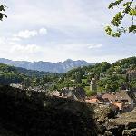 Ausblick von der Schattenburg über Feldkirch bis hin zu den Schweizer Alpen
