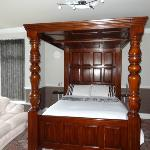 FOUR POSTER WITH EN SUITE SHOWER ROOM
