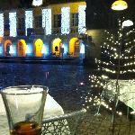 vue sur la mairie avec les décors de Noël