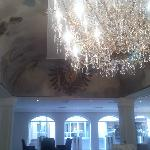 Las lamparas son de cristal de Bohemia...