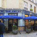 Rue des Rosiers e i ristoranti tipici di falafel.
