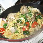 Linguini with clams, spinach and garlic