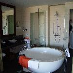 Hilton Sanya Club Room bath room