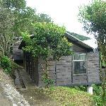 Esta es la cabaña 2, bueno no se ve el balcon pero tiene