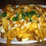 Butter chicken poutin