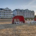 The Cherry Tree Inn & Suites beachside of hotel