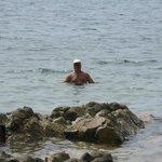 Пляж очень каменистый, купаться неудобно