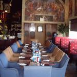 Symposium Cafe Restaurant & Lounge Foto