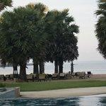 Вид на пляж отеля