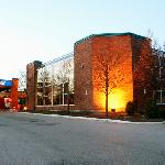 Photo de Howard Johnson Inn and Suites Toronto East