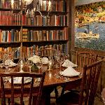Cozy Dining Nook in the Historic 'Essex Room'