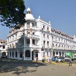 Kandy, Queens Hotel frontage