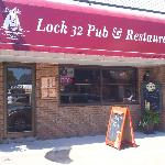 Lock Thirty-Two Pub