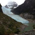 Vue sur le glacier Serrano après quelques 20 minutes de marches depuis le tout petit port de 'Pu