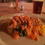 pescado eapada con arroz azafranado y espinacas