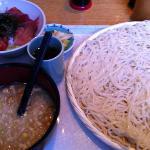 つけ麺(中)とセットのマグロとブリのコンビ丼