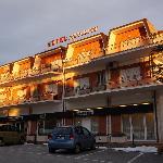 Al mattino, il primo sole splende hotel