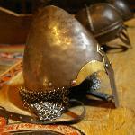 Helme und Waffen im Vikingermuseum Borg
