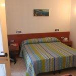 весьма просторная и комфортная кровать