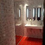 sale de bain avec douche iltalienne