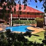 The Vine Inn accomodation block & pool.